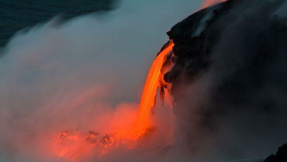 Lava auf dem Weg ins Meer.  © Destination Hawaii